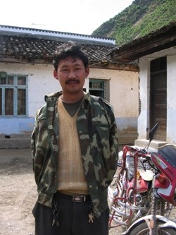 Gala village mayor, Qinre